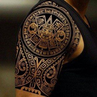 majjanskaja_tatuirovka_v_stile_trajbl_na_pleche_i_bicepse_parnja_big