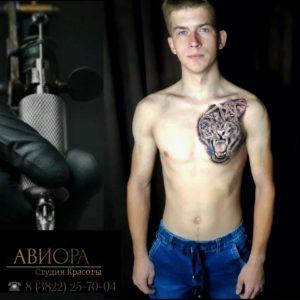 Татуировка гепарда на груди